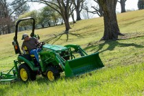 John Deere 2025R Compact Tractor is Redesigned for Model Year 2017